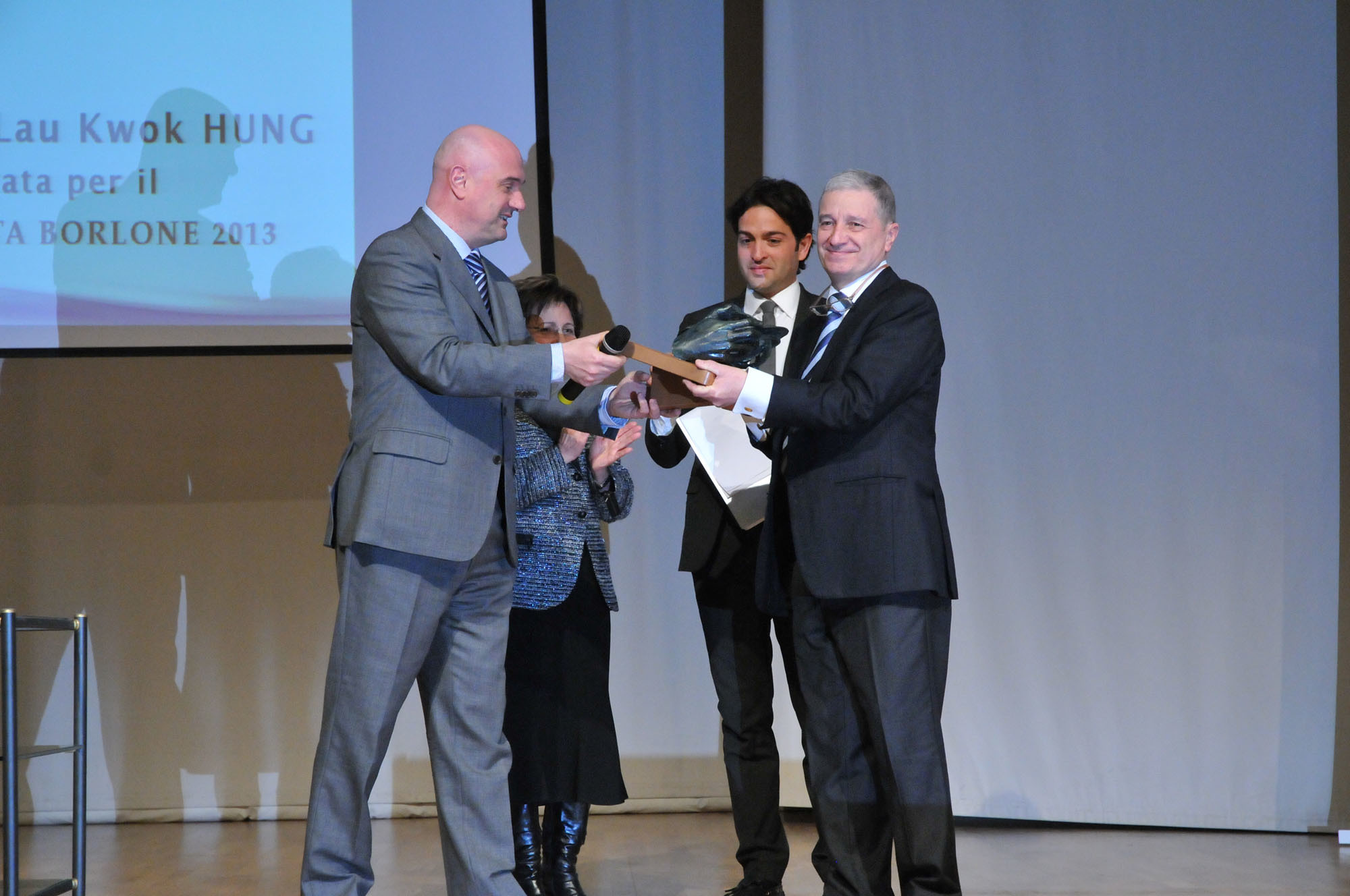 BEnvenuti ritira il premio Borlone