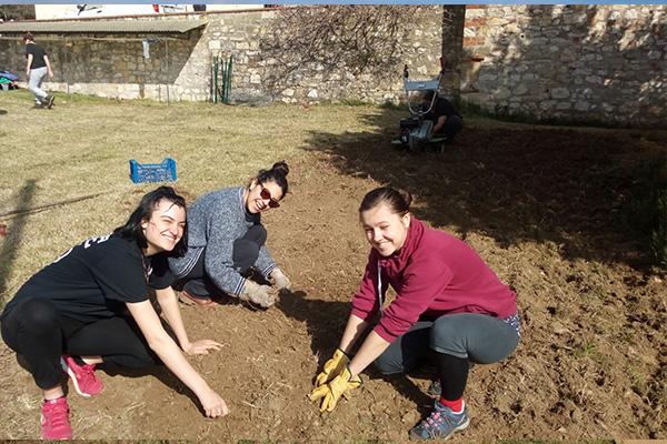 progetto giovani al lavoro nell'orto