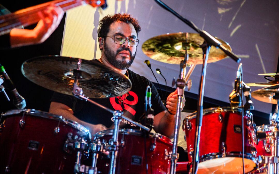 La passione di Ygor per la batteria
